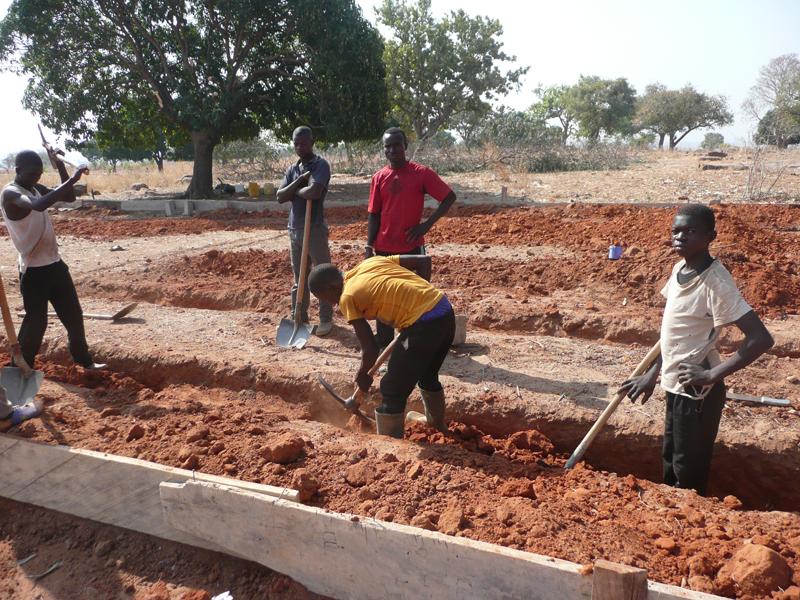 Fouilles, fondations pour l'EPP, école primaire, village de Nagou, Togo.