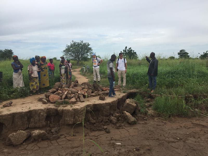 Route vers Kona et Malabate, région des Savanes, Togo.