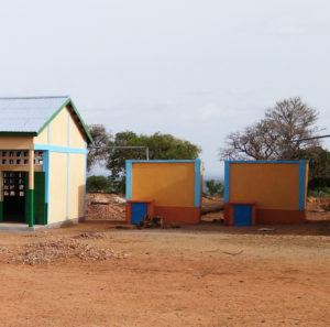 Citernes de récupération des eaux de pluie, village de Nagou, Togo