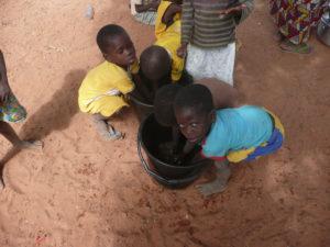 Cantine, lavage de mains, village de Nagou, Togo