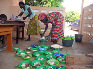 La cantine de l'école, préparation du déjeuner, village de Nagou, Togo