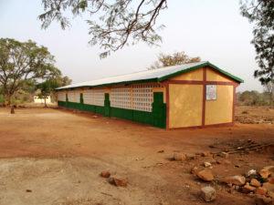 Collège 5 classes pourvu de latrines filles et garçons, collège de l'Union des Plateaux, Région des Savanes. Togo