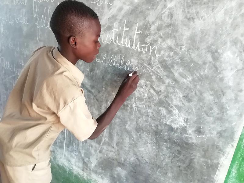 lège 5 classes pourvu de latrines filles et garçons, collège de l'Union des Plateaux, Région des Savanes. Togo