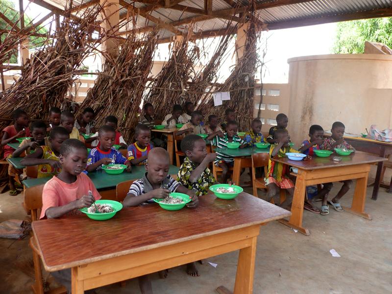 Cantine, école primaire, village de Nagou, Togo