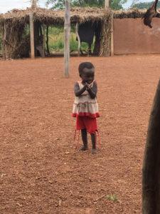 Une petite file, Kona et Malabate, région des Savanes, Togo.