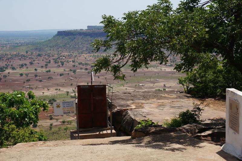 Entrée des grottes de Nok, village de Nagou, Togo.